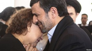 ahmadinejad hugging Chavez mother