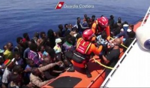 Italian coast guard helps migrants
