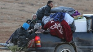 syrian refugees head to Lebanon from Yabroud